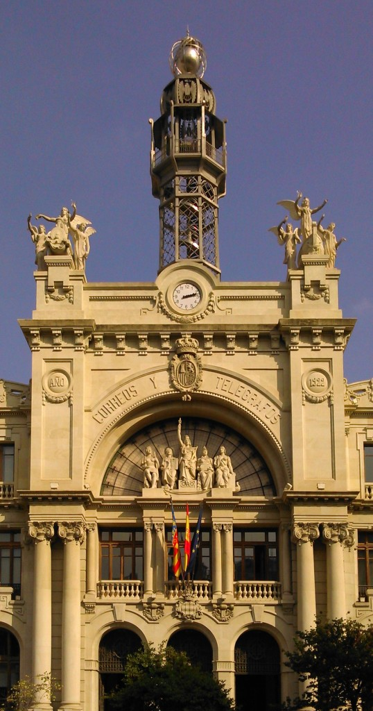 Una monumental oficina de correos apartamentos living for Oficina de correos valencia