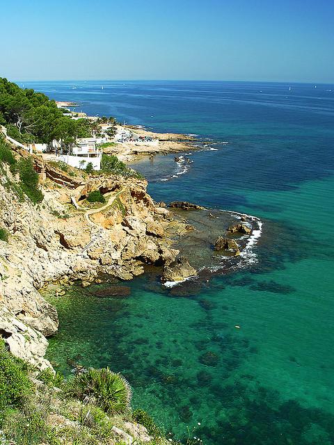 La côte de Dénia avec ses criques et ses eaux azures