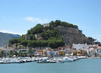 Ville de Dénia vue sur le port et le château