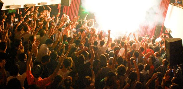 La 3Club de Valencia est une discothèque valencienne proche du port de plaisance qui a un grand succès
